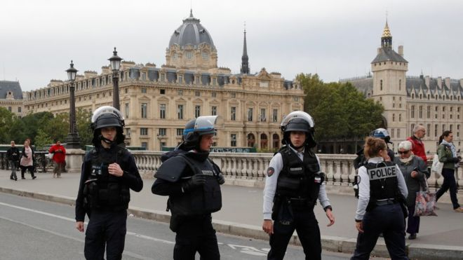 له هێرشی سهر بنكهیهكی پۆلیس له پاریس پێنج كهس كوژران